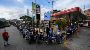 Presidente da Venezuela abre sector da gasolina à privatização parcial