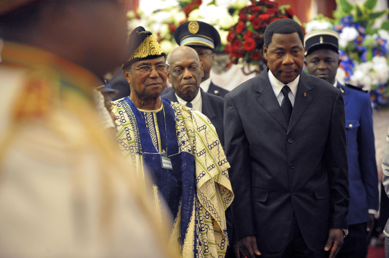 L'actuel président du Bénin, Thomas Boni Yayi (G) et son prédécesseur, Nicéphore Soglo, lors d'une cérémonie en 2009.