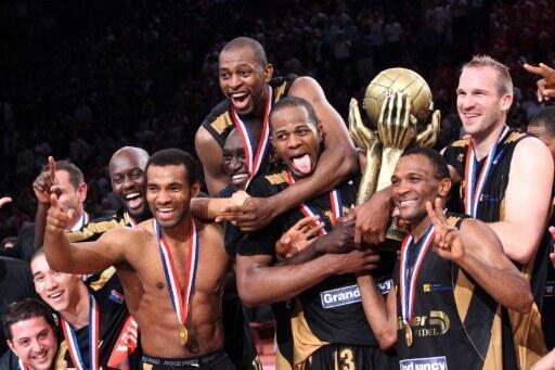 Les joueurs du Sluc Nancy, champions de France de Pro A, en basket-ball.