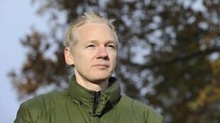 Julian Assange le 17 décembre 2010 après sa libération sous caution.