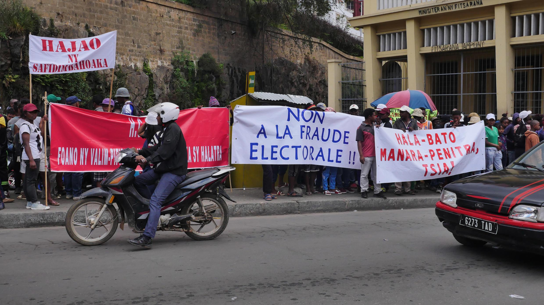 Manifestation devant la Haute Cour constitutionnelle de Madagascar, le 21 novembre 2018.