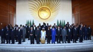 Foto oficial com os Chefes de Estado na Cúpula internacional de doadores que pretende financiar o envio de uma força africana ao Mali e o treinamento das Forças Armadas deste país em Adis Abeba, na sede da União Africana (UA).