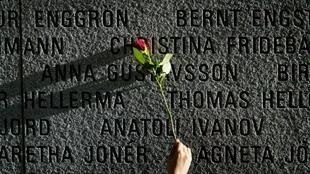 852 passageiros e membros da equipe morreram em setembro de 1994. Foto tirada no memorial na cidade de Talin.