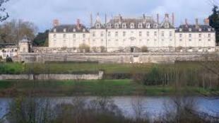 默纳尔城堡