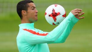 Cristiano Ronaldo mai rike da kambun gwarzon dan wasan kwallo kafa na duniya