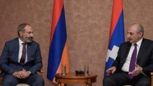 Nikol Pashinyan (à gauche) rencontre Bako Sahakyan, le président du Haut-Karabakh, à Stepanakert, le 9 mai 2018.