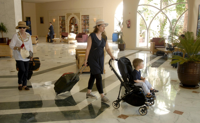 Après l'attentat meurtrier du 26 juin à l'hôtel Imperial Marhaba près de Sousse, les touristes sont peu à peu rapatriés.