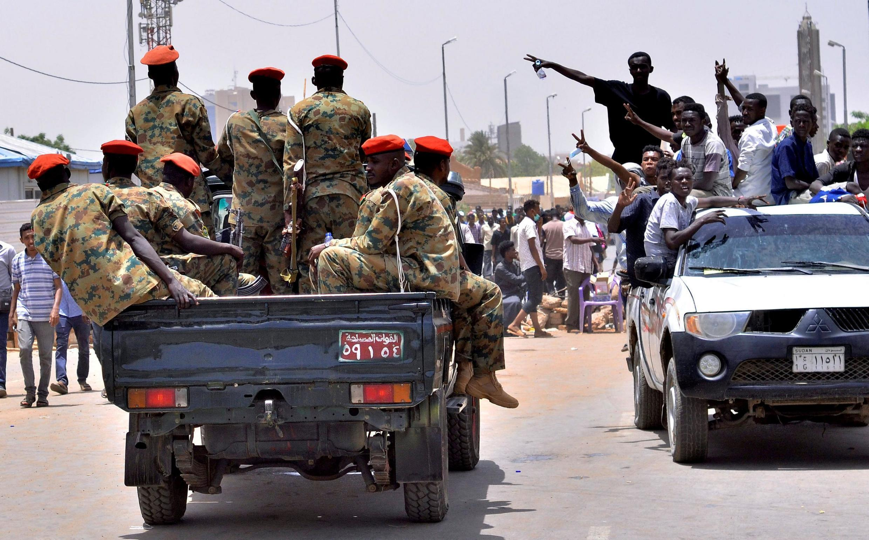 Jama'a sun ci gaba da gudanar da harkokinsu na yau da kullum a birnin Khartoum duk da rahotannin yunkurin juyin mulkin kasar a yau Talata.