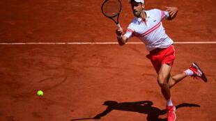 Le Serbe Nocak Djokovic face à l'Italien Lorenzo Musetti en 8e de finale à Roland-Garros, le 7 juin 2021