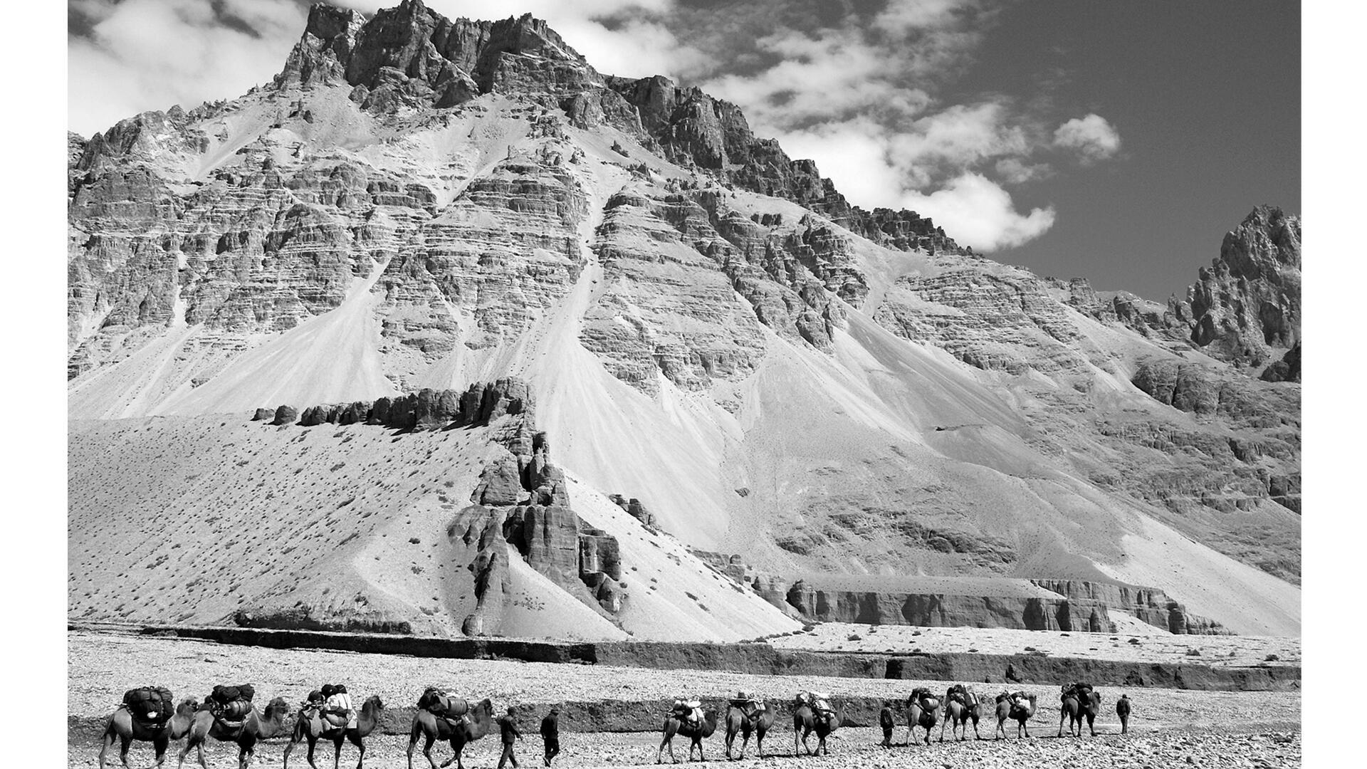 Longtemps interdit aux étrangers et difficile d'accès, le Tibet a toujours fasciné les Occidentaux.