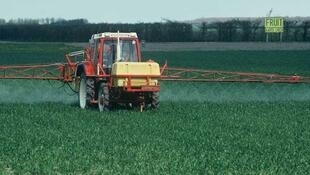 Spreading pesticides or fertiliser