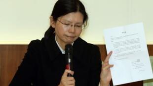 台湾居民李明哲妻子李净瑜资料图片