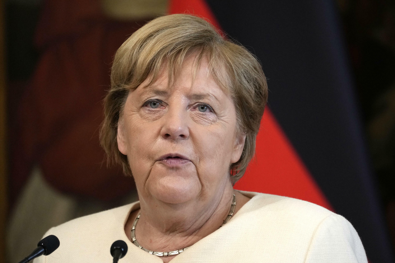 La canciller alemana Angela Merkel habla durante una rueda de prensa conjunta con el primer ministro de Italia tras su reunión en el Palazzo Chigi de Roma el 7 de octubre de 2021