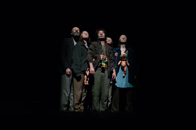 """""""Éxodo"""", obra de teatro basada en las fotografías de Sebastiao Salgado"""