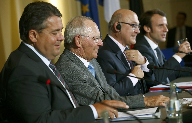 Da esquerda para a direita, os ministros alemães Sigmar Gabriel e Wolfgang Schäuble; e da França, Michel Sapin e Emmanuel Macron