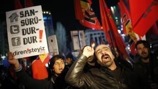 Biểu tình tại Ankara ngày 08/02/2014, phản đối những sửa đổi thắt chặt quản lý internet vừa được Quốc hội Thổ Nhĩ Kỳ thông qua