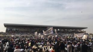 Les militants de la mouvance présidentielle au meeting de Macky Sall, à Mbour, le 16 février 2019.