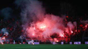 Ambiance des les gradins du stade Qemal Stafa à Tirana, le 4 mars 2016.