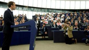 Le président français pendant son discours devant les eurodéputés, ce mardi 17 avril 2018, à Strasbourg.