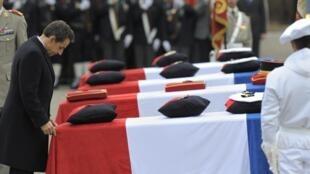 Le 25 janvier 2012, Nicolas Sarkozy rend hommage aux 4 soldats français tués le 20 janvier, en Afghanistan, à Varces.