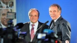 François Bayrou (a la derecha), líder del MoDem (centrista), se expresa luego de su derrota en la segunda vuelta de las legislativas.
