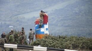 Wapiganaji wa wanamgambo wa Nagorno-Karabakh karibu na kijiji cha Hadrut Oktoba 11, 2020.