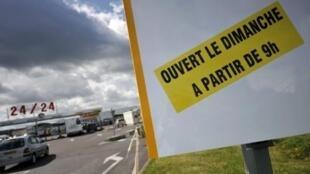En France, le débat sur le travail du dimanche resurgit régulièrement.
