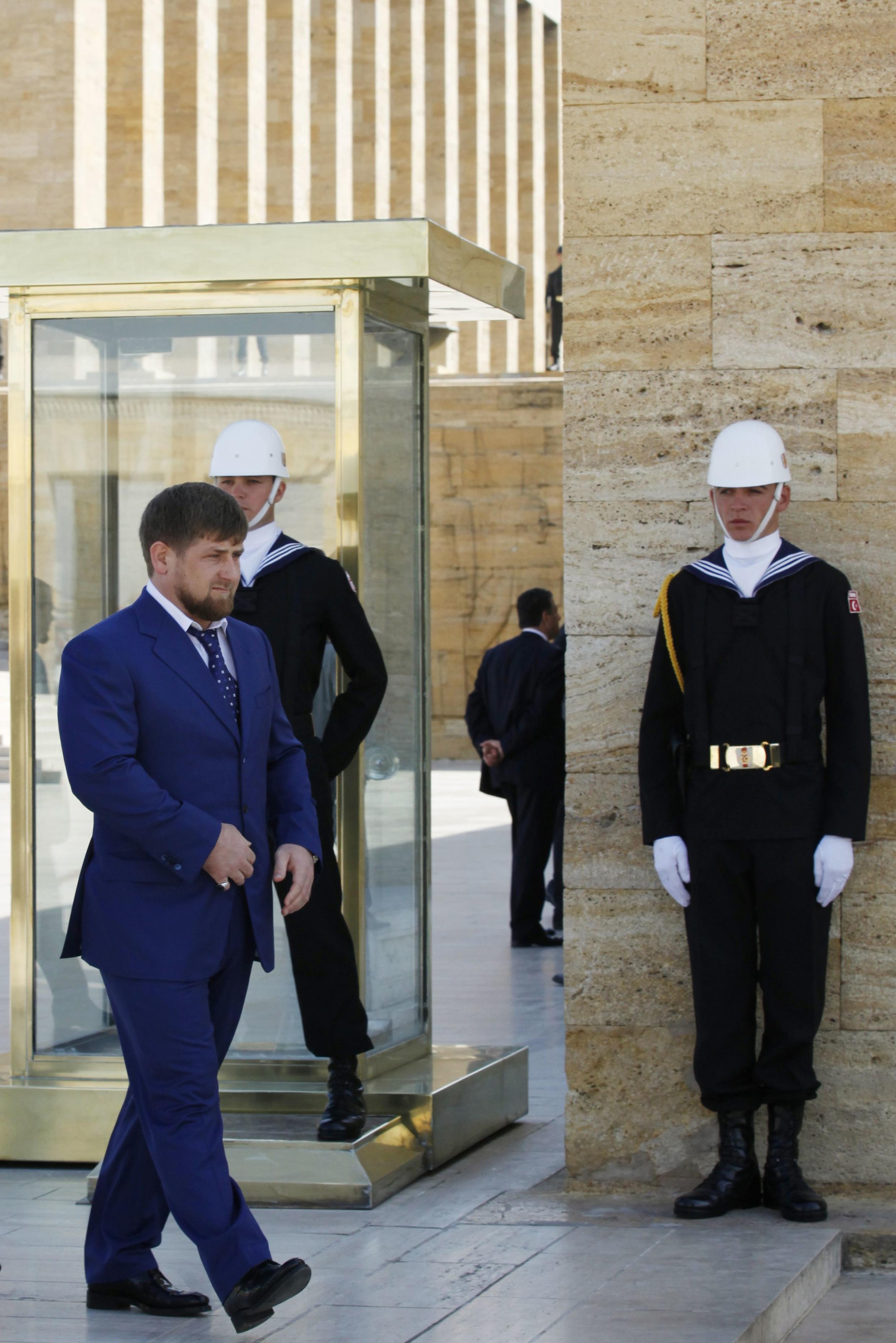 Рамзан Кадыров на выходе из Мавзолея Мустафы Кемаля Ататюрка в Анкаре.