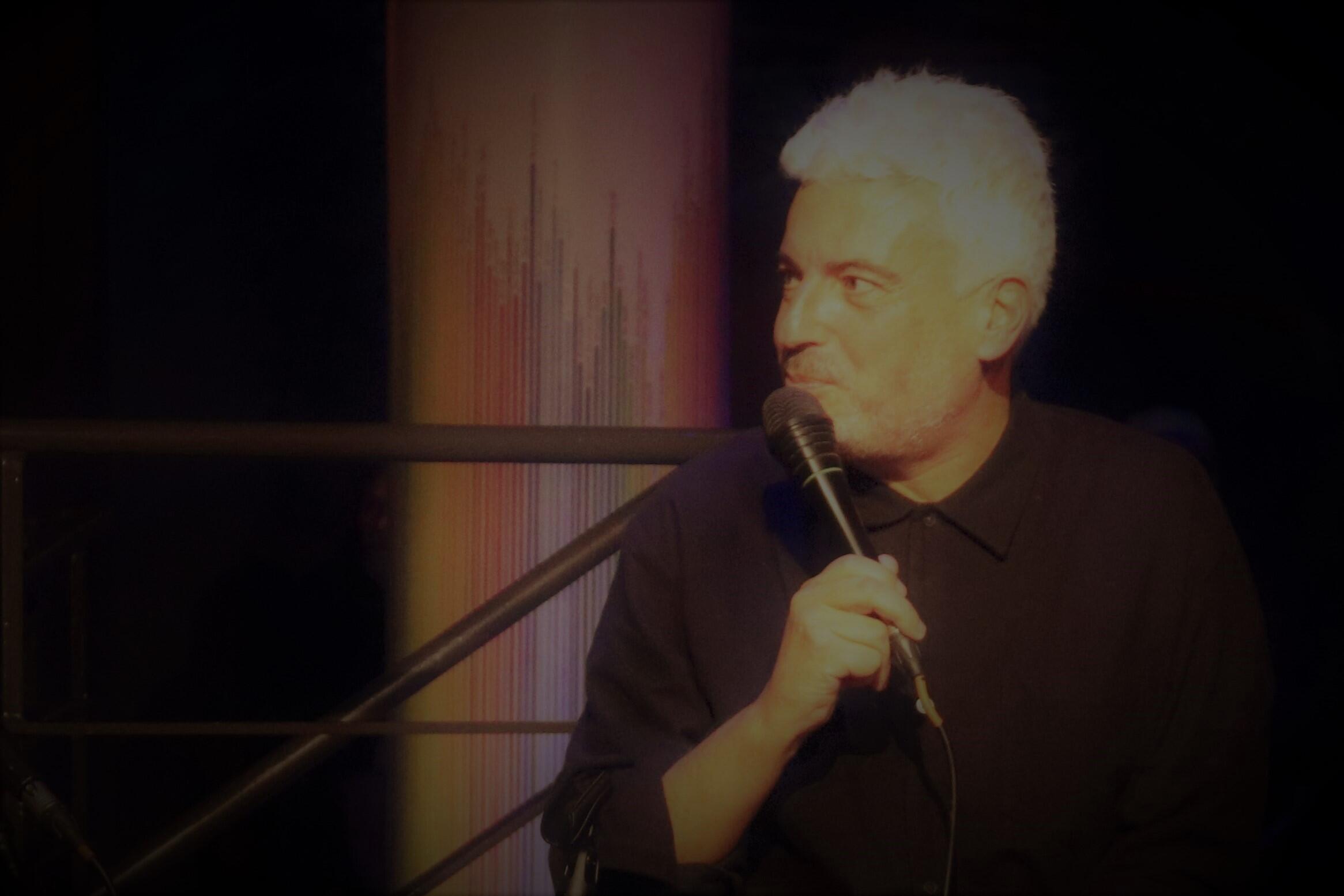 """Vítor Belanciano, autor do livro """"Não dá para ficar parado"""", na respectiva apresentação em Lisboa em Dezembro de 2020."""