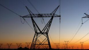 Em Moçambique apenas um quinto da população tem acesso à rede pública de electricidade.