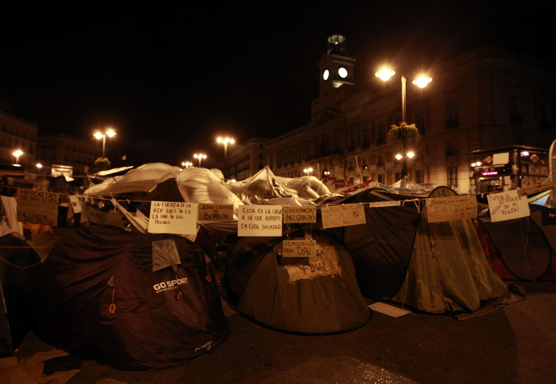 Les «Indignés» de Madrid avaient voté le maintien de leur village de tentes à la Puerta del Sol, le 29 mai 2011.