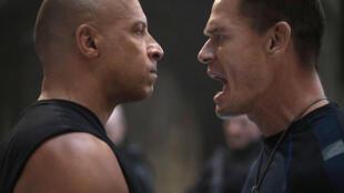 好莱坞最新动作大片『速度与激情9』中一幅场景,右为约翰·塞纳(John Cena)
