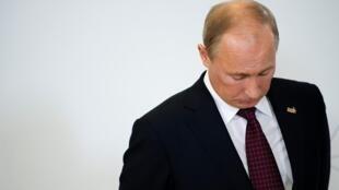 Владимир Путин подписал закон об НКО