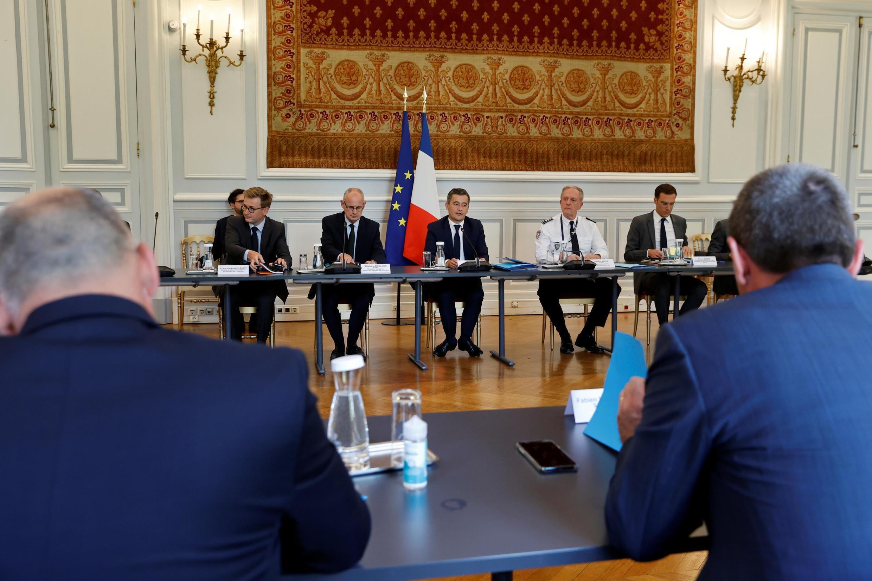 Le ministre de l'Intérieur Gérald Darmanin en réunion avec des représentants de la police nationale et de la gendarmerie au ministère de l'Intérieur, le 8 juillet 2020.