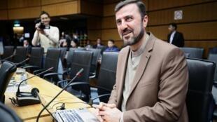 L'ambassadeur de l'Iran à l'AIEA, Kazem Gharib Abadi, attend le début de la réunon du Conseil des gouverneurs au siège de l'AIEA, en Autriche, le 7 novembre 2019.