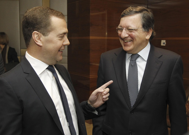 Dimitri Medvedev (g.), Premier ministre russe et José Manuel Barroso, président de la Commission européenne, lors d'une conférence en commun à Moscou, le 21 mars.