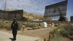 Le fameux mur. Ciudad Juarez, État mexicain du Chihuahua, à la frontière des États-Unis, le 26 mai 2019.