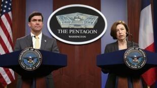 Le secrétaire d'État américian à la Défense Mark Esper et la ministre française de la Défense Florence Parly, lors d'une conférence de presse commune à Washington, le 27 janvier 2020.
