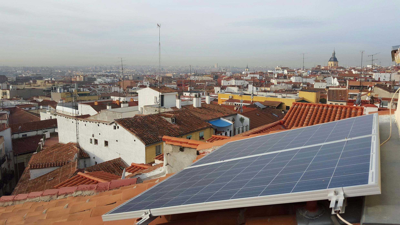 Un impôt soleil voté à l'automne 2015 pénalise lourdement les particuliers qui ont installé des panneaux solaires.