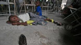 Watoto waathirika wa kimbunga Mathew nchini Haiti.