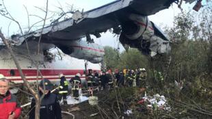 Транспортник Ан-12 аварийно сел под Львовом, пятеро человек погибли, трое пострадали