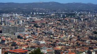 A Marseille, des restrictions budgétaires sont à l'origine de la fermeture des consulats de la Grèce et d'Israël.