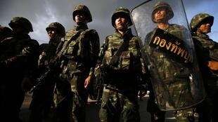 Militares tomaras asruas da capital Bangcoc nesta quinta-feira, 22 de maio de 2014.