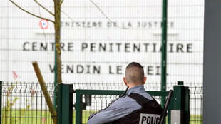 Um preso foi assassinado na segunda-feira (9) por um companheiro da penitenciária de segurança máxima de Vendin-le-Vieil, no norte da França.