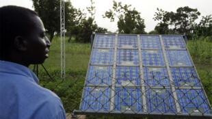 Panneaux solaires à Tanghin Dassouri, près de Ouagadougou, au Burkina Faso. (Photo d'illustration)