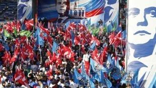 Au lendemain de la grande manifestation de l'opposition, les jeunes pro-Kremlin ont à leur tour manifesté à Moscou.