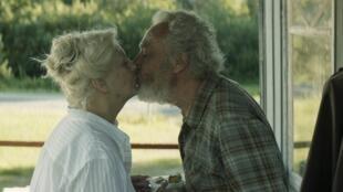 """Andrée Lachapelle et Gilbert Sicotte interprètent deux des principaux personnages du film de Louise Archambault, """"Il pleuvait des oiseaux"""", présenté au Festival de San Sebastian."""