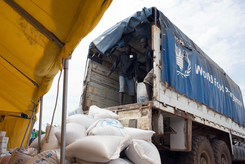 Un camion du PAM sur le site de la mission de l'ONU au Soudan du Sud, en juin 2014.