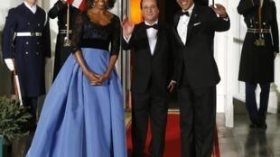 Супруги Обама на крыльце Белого дома перед ужином в честь Франсуа Олланда 11/02/2014