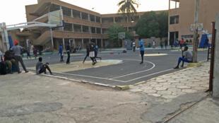 Au centre de basket Malick Gaye situé dans un quartier populaire de Dakar, on se prépare activement aux Jeux olympiques de la jeunesse de 2022 en formant les athlètes de demain.
